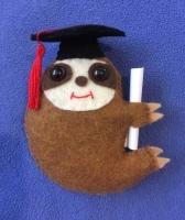 Grad sloth with black cap
