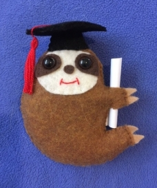 Grad sloth with black cap